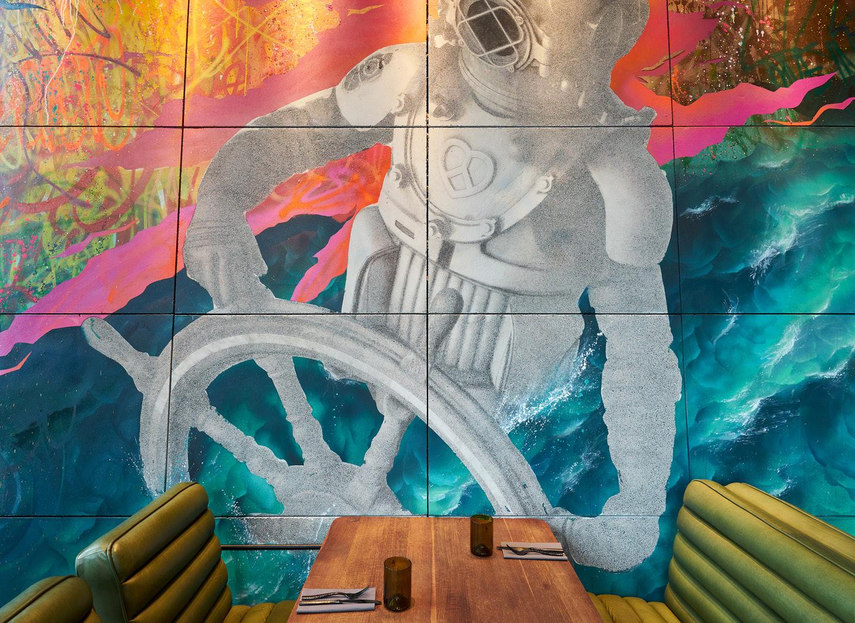 """Der Wiener Künstler Akira Sakura entwarf für die Bar """"Spelunke"""" die überdimensionalen Wand-Graffitis, die in einem sehr aufwändigen Verfahren mittels Betondruck mit Reaktionsfolie von Breitwieser umgesetzt wurde."""