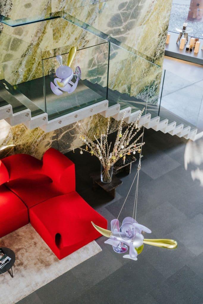 Stein-Detail im Breitwieser Showroom