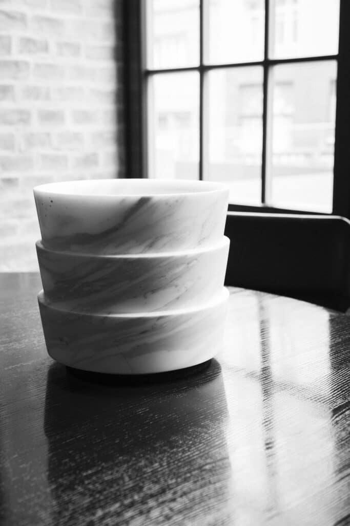 Mit OBJECTS by BREITWIESER entwickelt die Firma Breitwieser gemeinsam mit renommierten Architekten und Designern neue außergewöhnliche Produkte. ENZO wurde von Martin Mostböck als Barskulptur für zwei Champagnerfalschen designt.