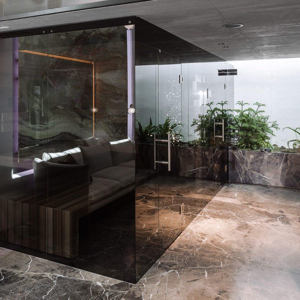 Ein besonderes Highlight im FORMDEPOT, 1160 Wien, ist der neue Wellnessbereich, der im 1:1-Modell präsentiert, wie moderne Entspannungskultur inszeniert und verräumlicht werden kann. Mit den schönsten Steinen von Breitwieser – an der Wand, am Boden, in der Sauna.